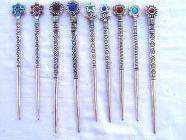 REF408A – PIQUE-CHEV. métal Simple & Perles colorées – RESTE : 10 PIECES